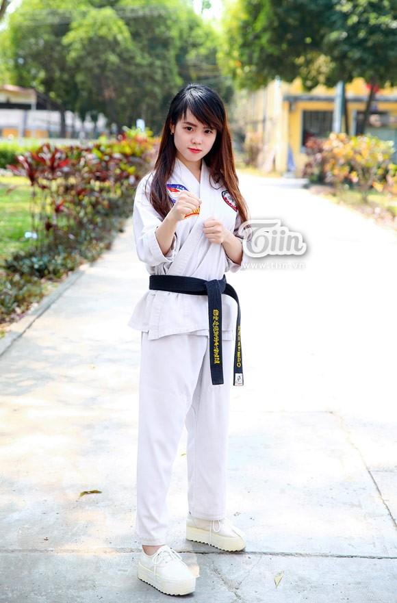 cô gái nổi tiếng nhờ chụp ảnh mặc võ phục karate đai đen