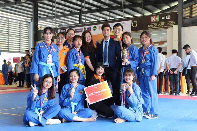Trần Thị Thư chinh phục thành công tấm huy chương vàng nội dung cá nhân và đồng đội tại Giải vô địch Vovinam dành cho học sinh, sinh viên FPT.